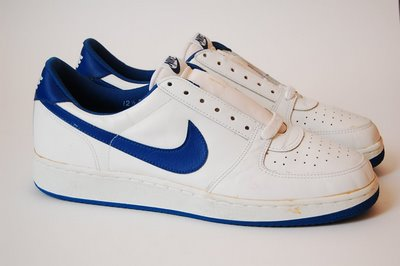 The model is a Nike Convention from 1985-1986. Thanks to Bob Getty!