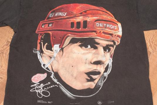 Vintage 90s Steve Yzerman Portrait Detroit Red Wings T-Shirt