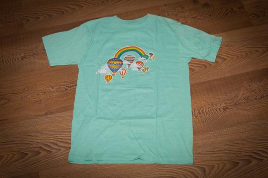 Vintage 80s Rainbow & Hot Air Balloons Illustration Art T-Shirt