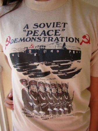 "1983 A SOVIET ""PEACE"" DEMOSTRATION MASSIVE DISPLAY NUKE T"