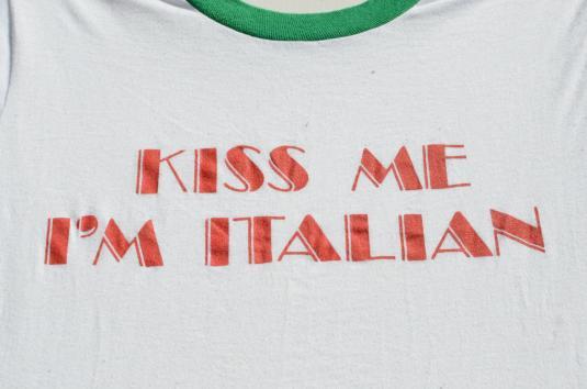 """Vintage 1980s """"Kiss Me I'm Italian"""" White Ringer T Shirt M/L"""