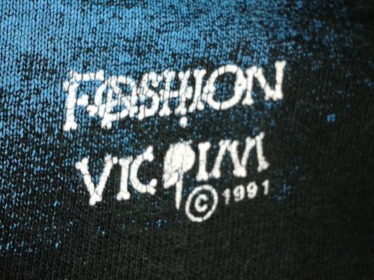 VINTAGE FASHION VICTIM LOVE NEVER DIES T-SHIRT