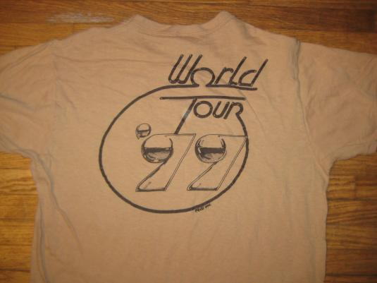 Vintage 1977 Nils Lofgren guitar god t-shirt, medium