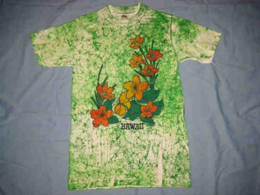 Vintage 1970s beautiful floral Hawaiian t-shirt