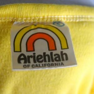 Vintage '80s Women's Graphic V-Neck Rare T Shirt