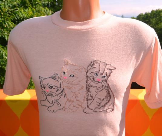 vintage CATS kittens kawaii peach t-shirt 70s embroidered