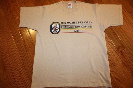 M * thin Vintage 80s 1989 USS MOBILE BAY t-shirt *